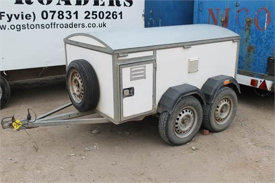 sale item twin axle dog transport trailer vat status no. Black Bedroom Furniture Sets. Home Design Ideas