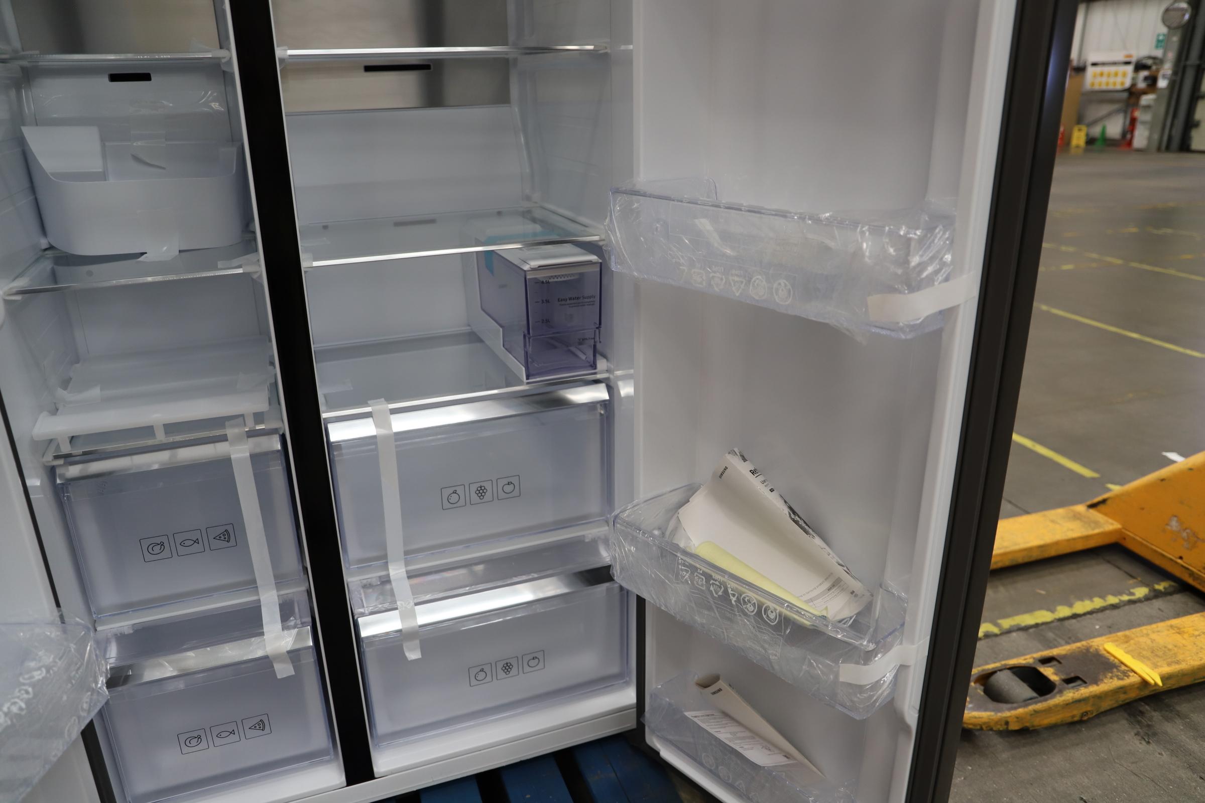 Pallet of 1 Samsung Water & Ice Fridge freezer. Latest selling price £1,799.99 - Image 8 of 10