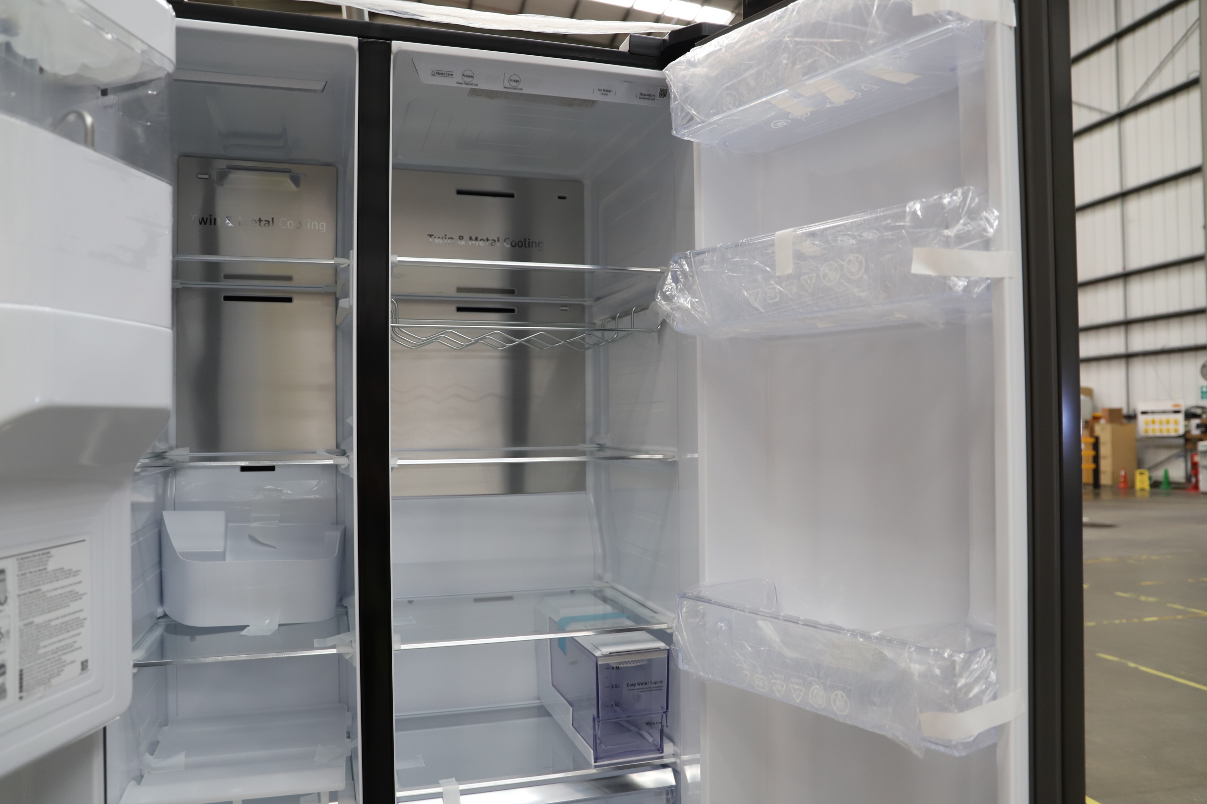 Pallet of 1 Samsung Water & Ice Fridge freezer. Latest selling price £1,799.99 - Image 9 of 10