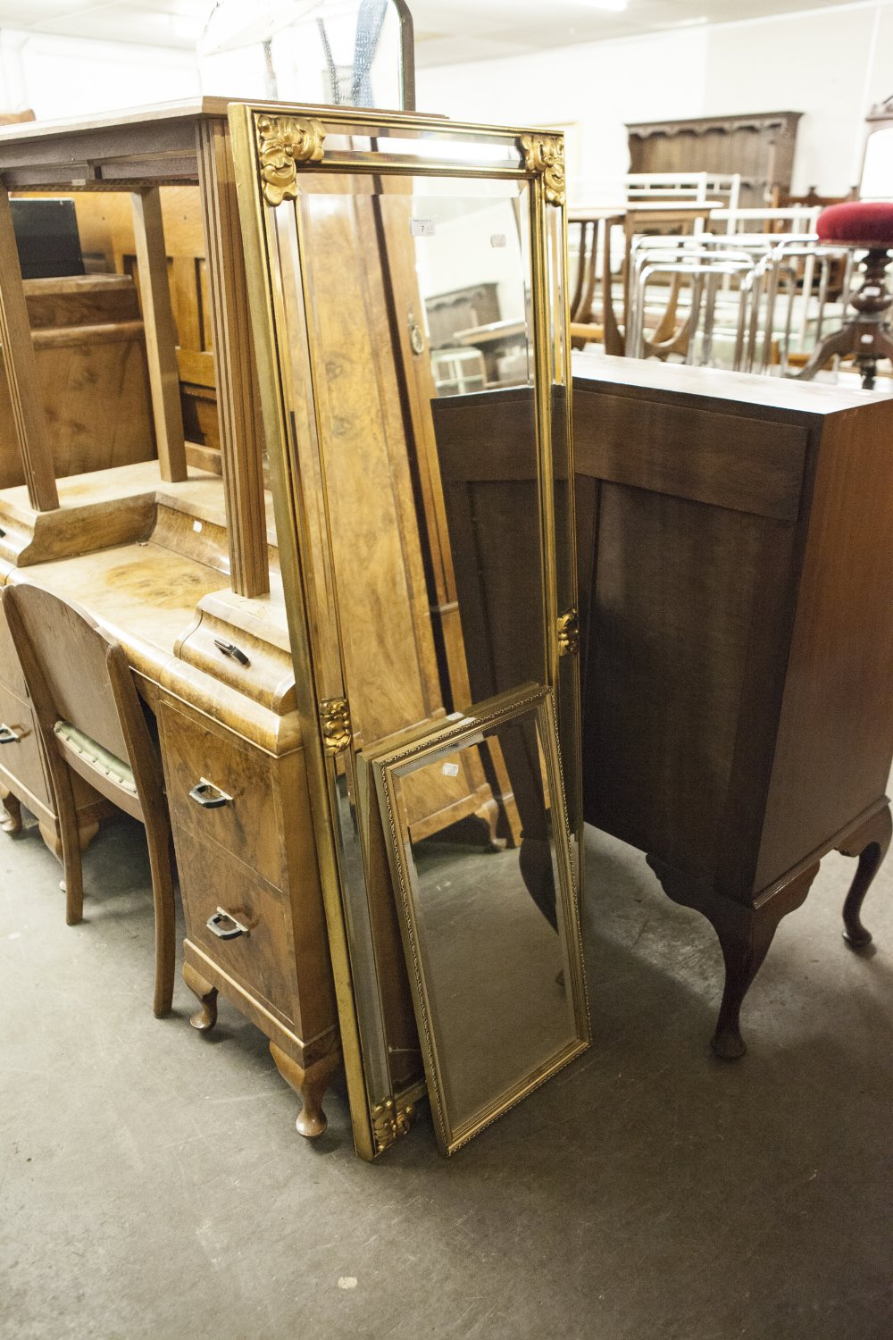 """Lot 7 - A GILT FRAMED ROBING MIRROR AND A GILT FRAMED OBLONG WALL MIRROR, 25"""" X 13"""" OVERALL"""