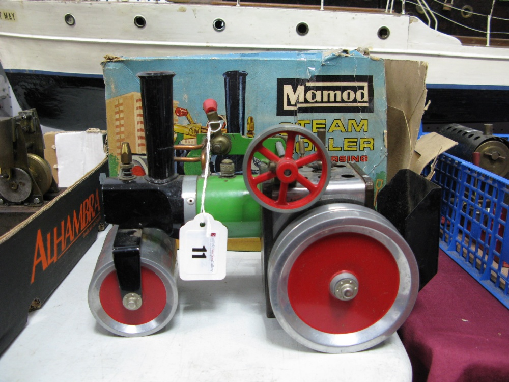 Lot 11 - A Mamod SR1A - Steam Roller Appears Complete And Little Used, boxed however box poor, steering rod