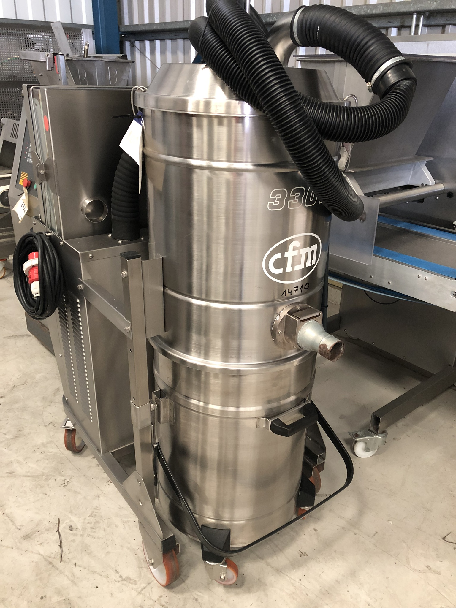 CFM 3307 AXXX INDUSTRIAL VACUUM CLEANER, serial no. 00AE915, approx. 1.5m high x 1.2m x 0.6m, lift - Image 2 of 4
