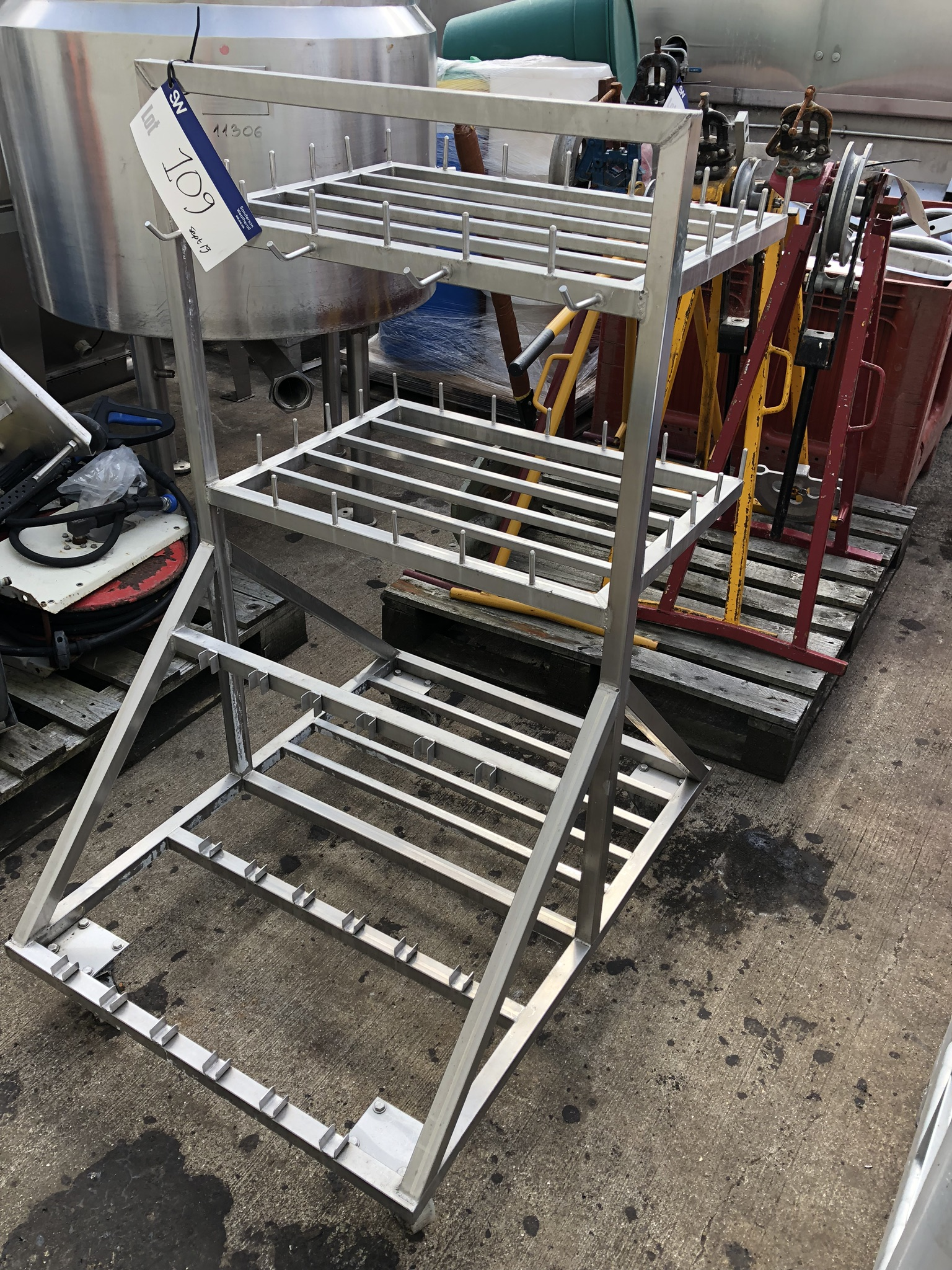 Lotto 109 - Stainless Steel Mobile Stand, approx. 1m x 0.8m x 1.3m high, lift out charge - £10
