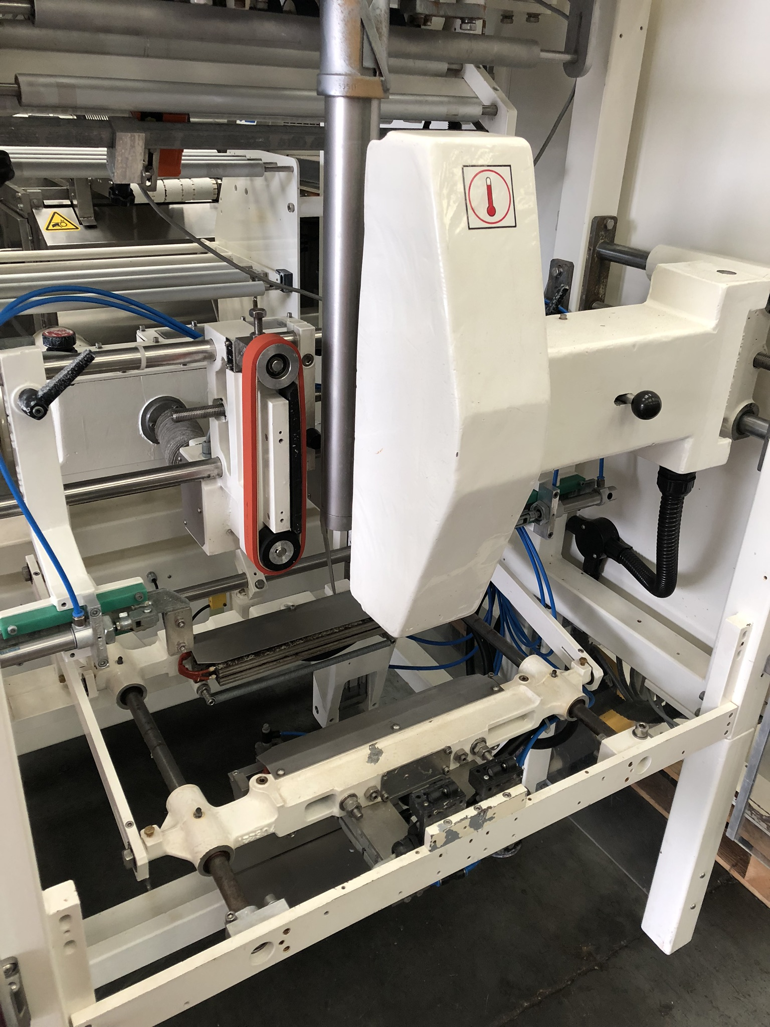 Hayssen Ultima 40E FORM, FILL AND SEAL BAGGING LINE, with four filling tubes, 50mm, 90mm, 130mm, and - Image 3 of 16