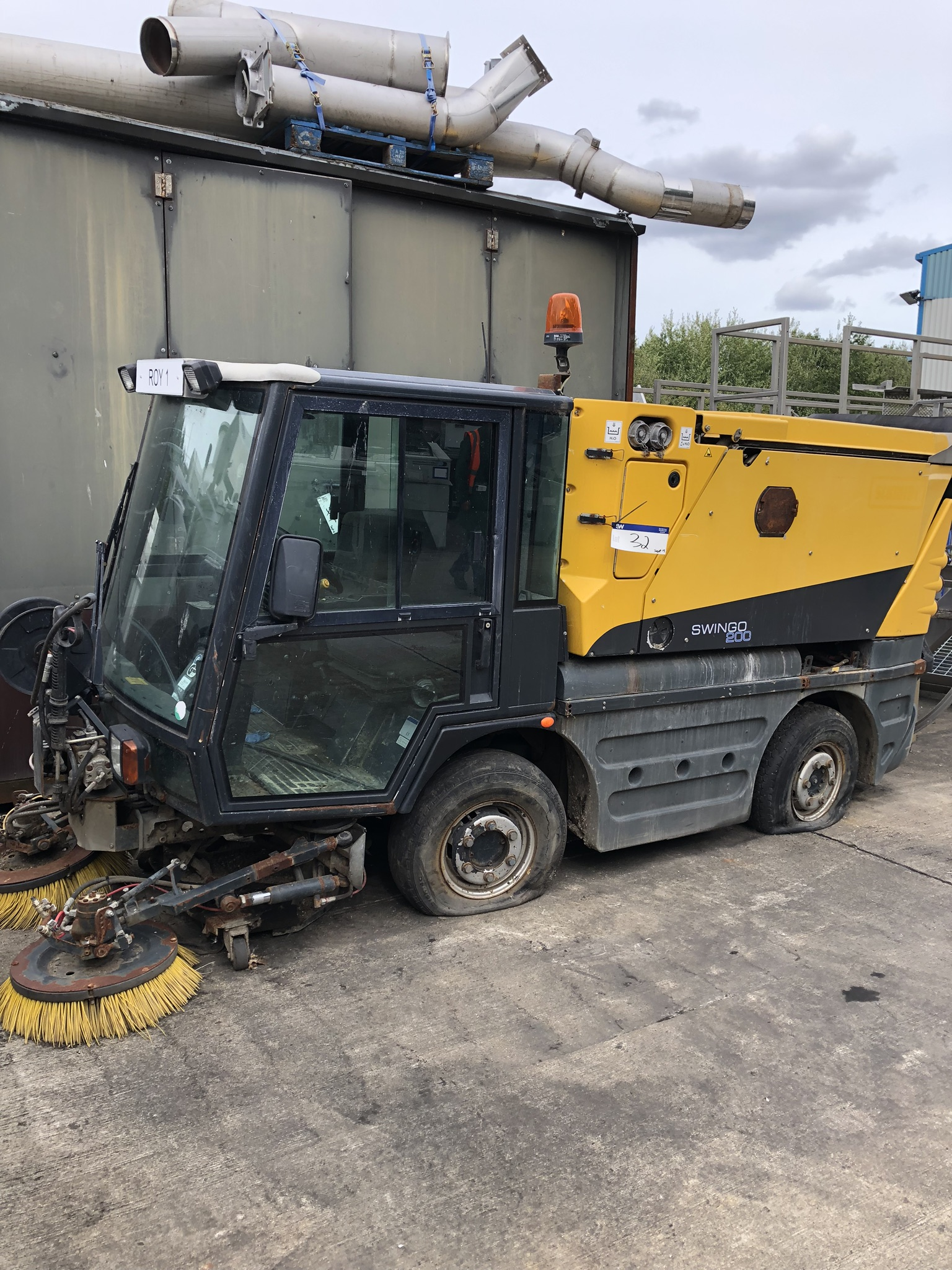 Schmidt Swingo 200 Road Sweeper, registration no. AE10 CFO (understood to require attention - non-