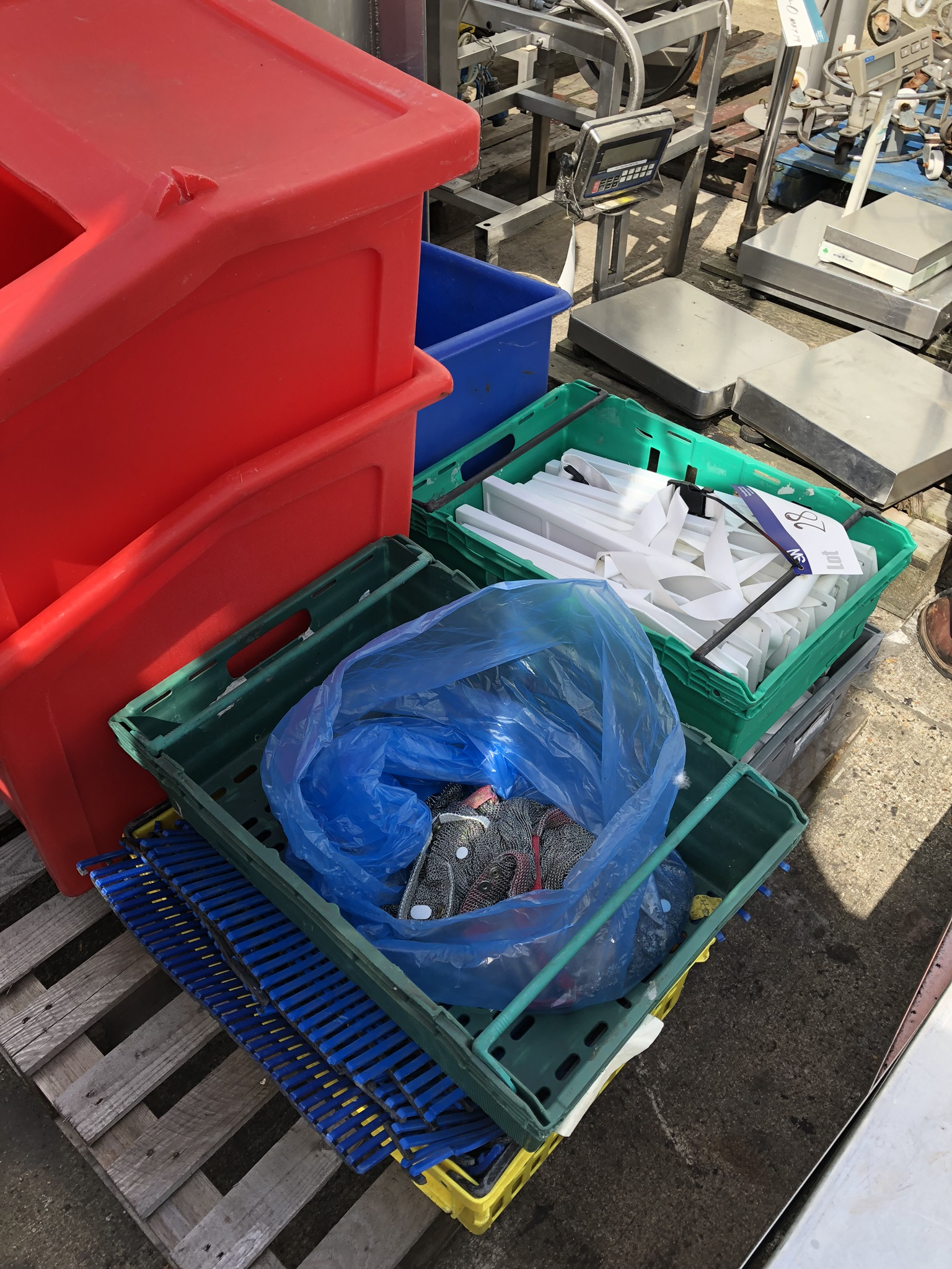 Quantity of Trays (containing plastic knife holders, matting and chainmail glove), lift out charge - - Image 3 of 3