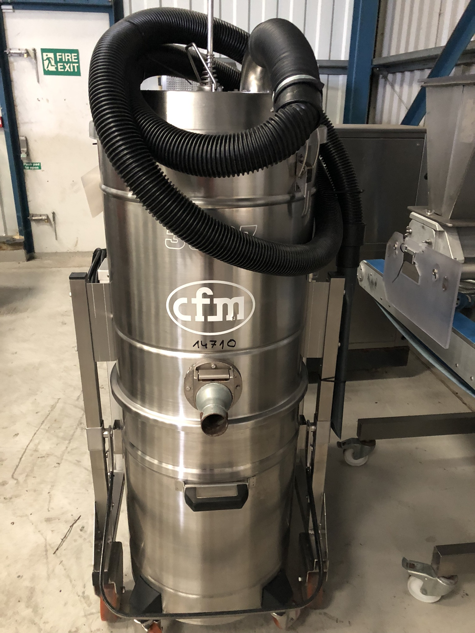 CFM 3307 AXXX INDUSTRIAL VACUUM CLEANER, serial no. 00AE915, approx. 1.5m high x 1.2m x 0.6m, lift - Image 4 of 4