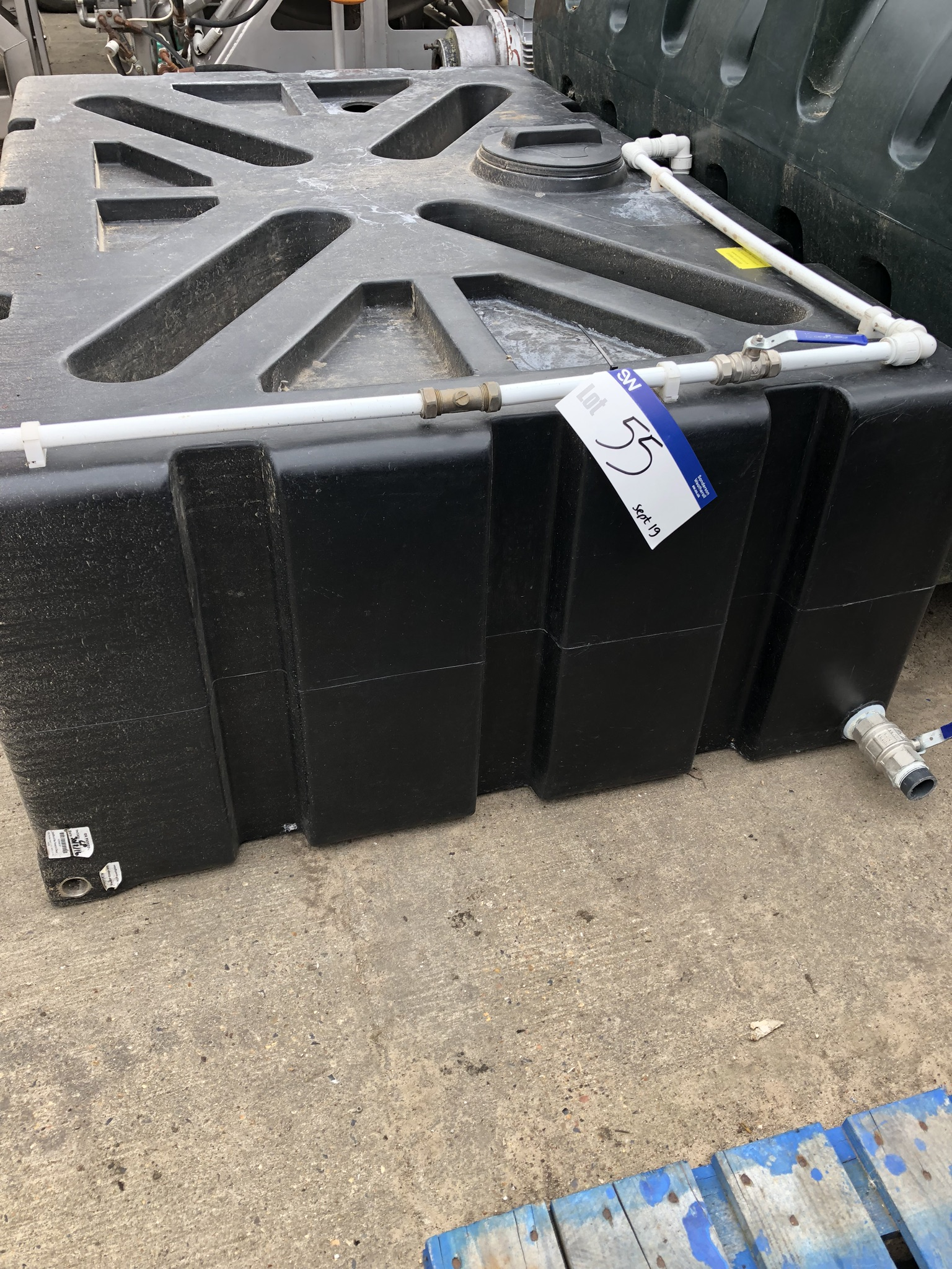 1250L Water Storage Plastic Tank, approx. 1.9m x 1.2m x 0.6m, lift out charge - £20