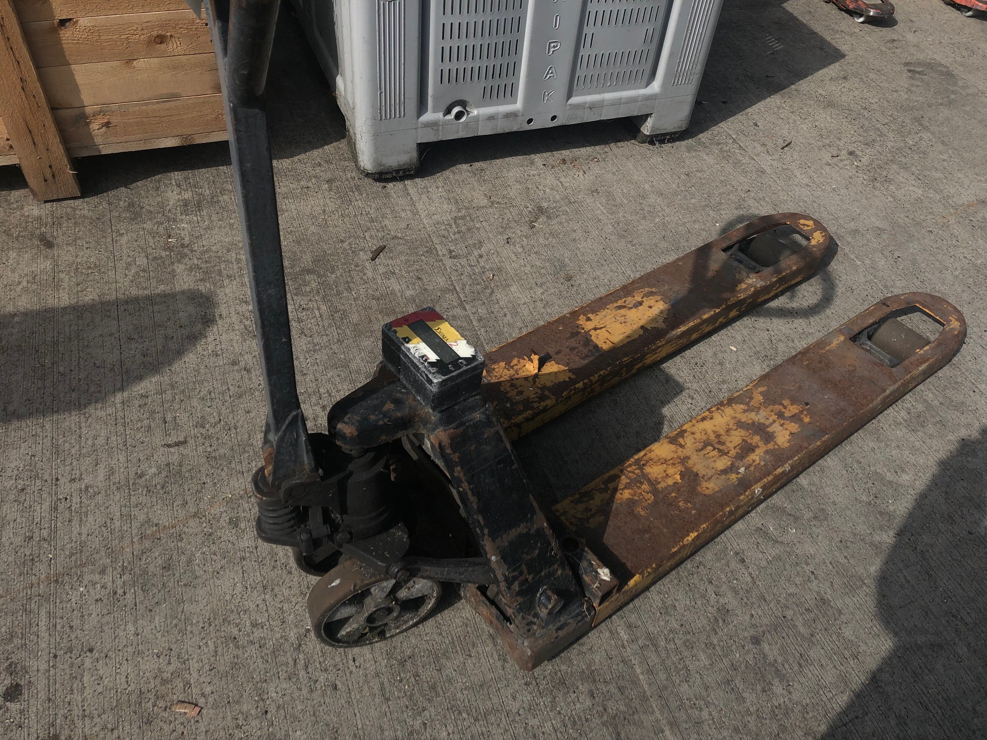 Lot 74 - Hand Hydraulic Pallet Truck, lift out charge - £10