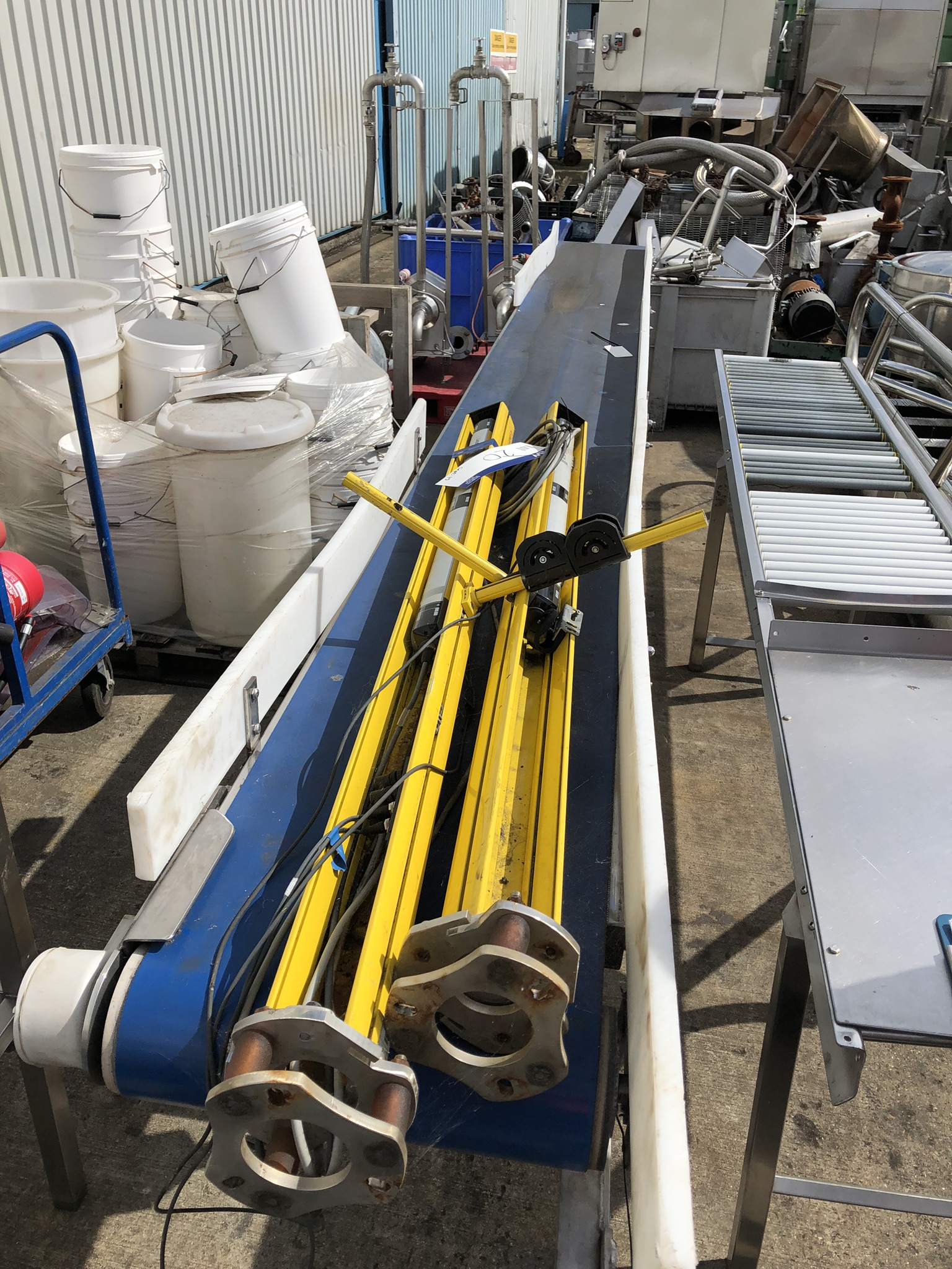 Conveyor, approx. 450mm belt x 5m long x 1m high, lift out charge - £50 (ref no. 14624) - Image 3 of 3