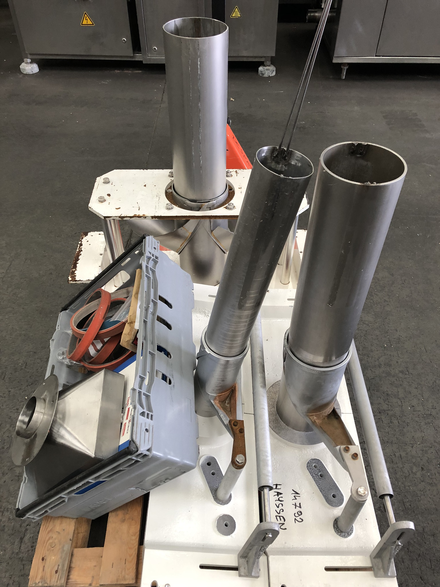 Hayssen Ultima 40E FORM, FILL AND SEAL BAGGING LINE, with four filling tubes, 50mm, 90mm, 130mm, and - Image 8 of 16