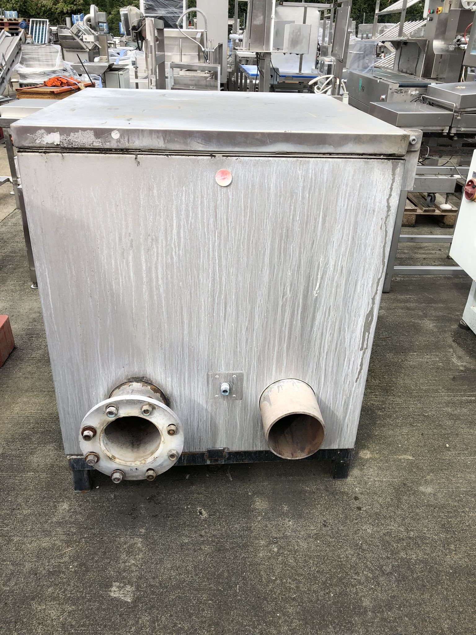 Gas Fired Heated Tank, approx. 0.9m x 0.9m x 1m, lift out charge - £20 - Image 4 of 4