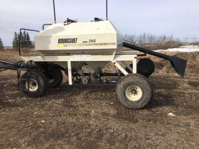 Lot 15 - Bourgault 8800 seeder, 40ft, w/3165 Bourgault tank w/quick detach harrows and packers and 3/4 in.