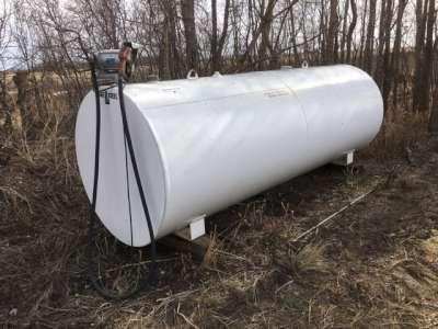 Lot 4 - 1000 gal fuel tank w/elec 20gpm pump