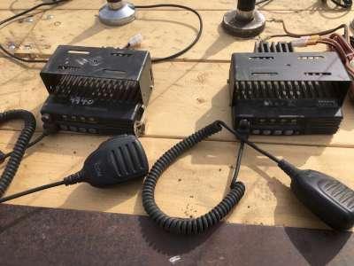 Lot 1 - ICOM 2 way radios, 2 home bases w/antennas, 5 mobile w/antennas