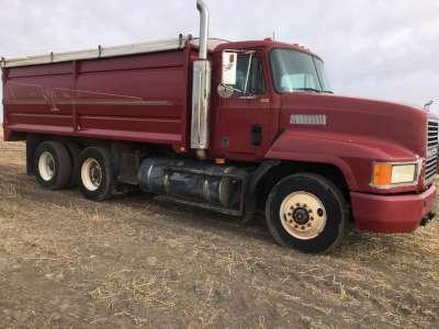 Lot 24 - 1995 CH600 Mack, 10spd, 18ft steel b&h&roll tarp, rear controls, 11R22.5 tires (showing 336,