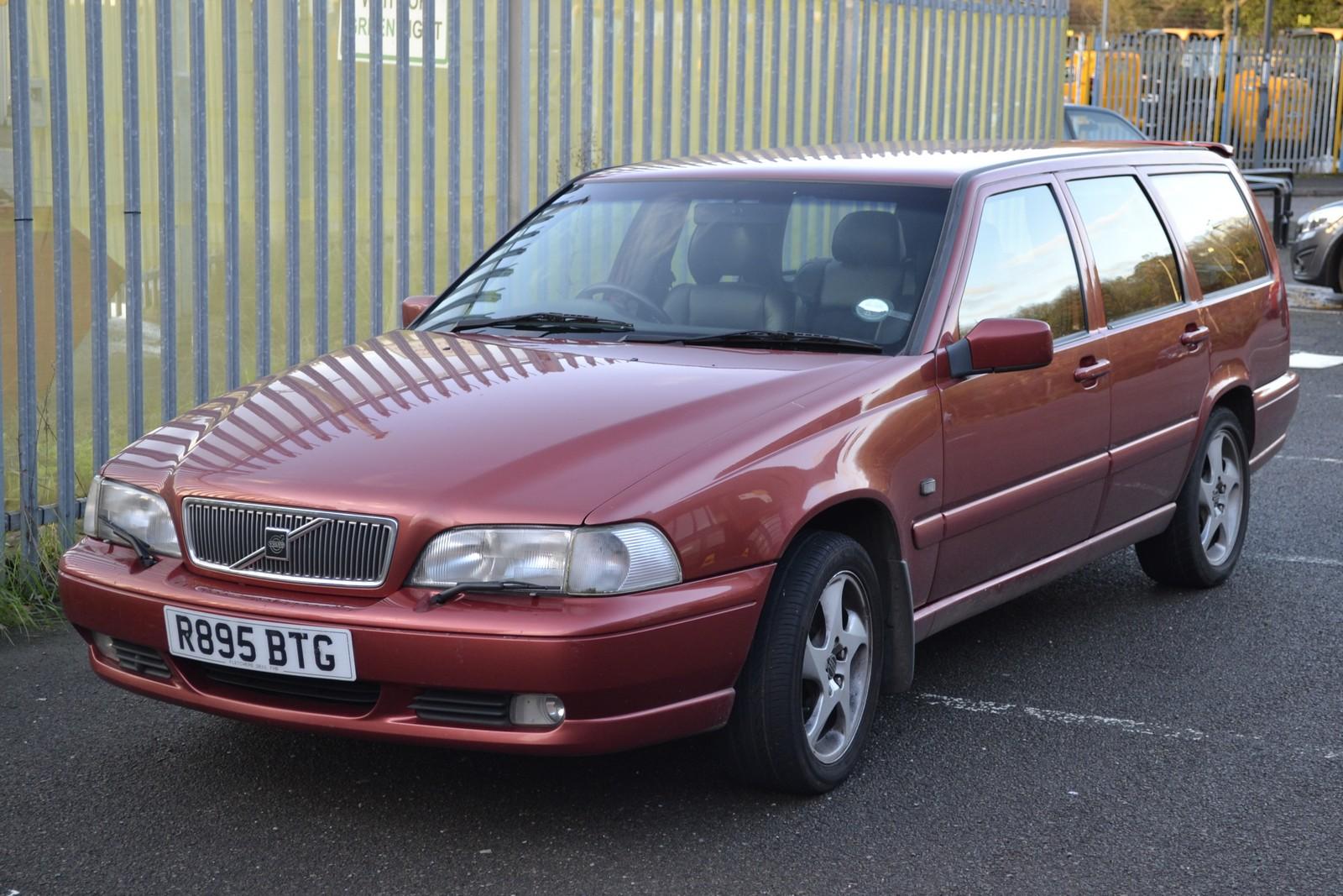 A Volvo V70 CD 10V estate car registration number R 895 BTG, date of