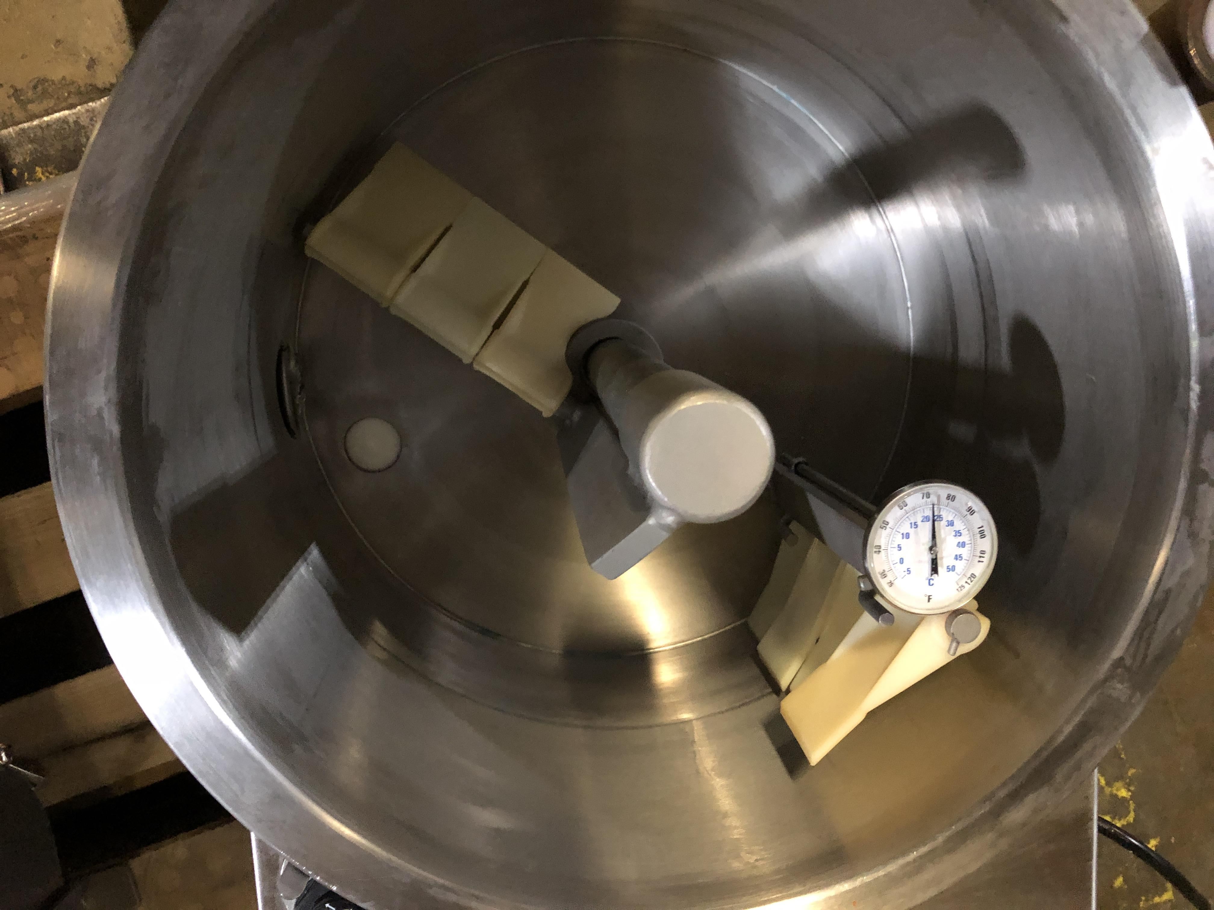 Lot 32 - Savage 50-lb Stainless Steel Chocolate Melter, model 0934-40, jacketed and agitated, electrically