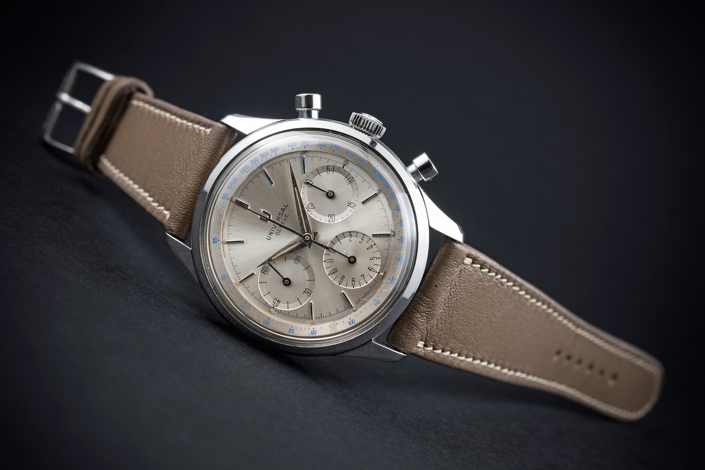 Lot 511 - A RARE GENTLEMAN'S LARGE SIZE STAINLESS STEEL UNIVERSAL GENEVE CHRONOGRAPH WRIST WATCH CIRCA