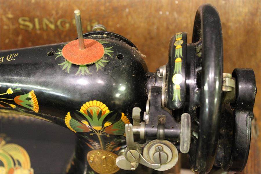 Lot 26 - A Singer Sewing machine with colourful decoration - cased - No. Y652091