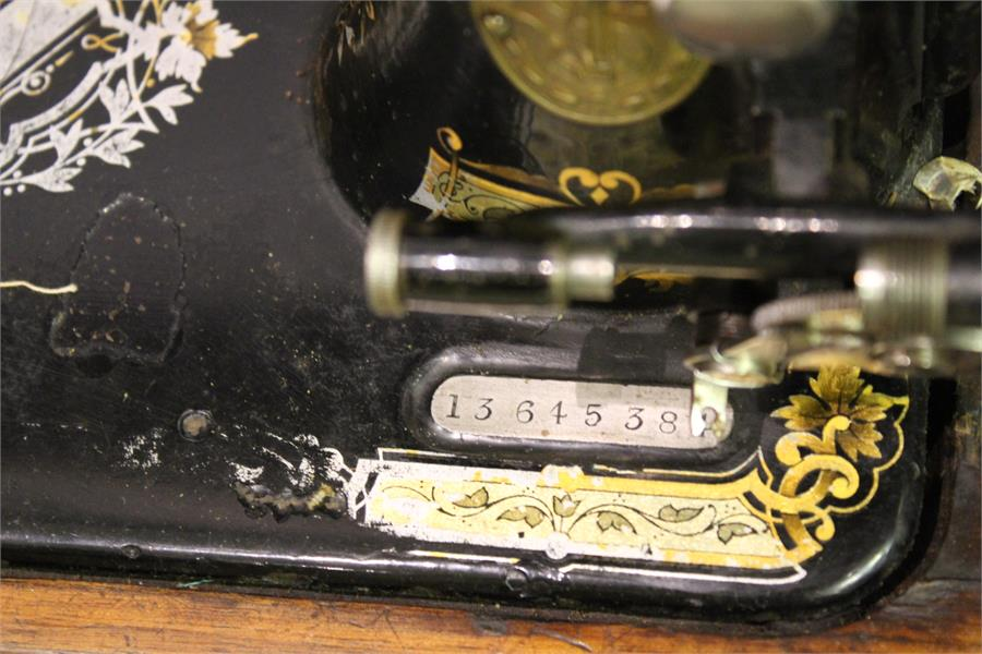 Lot 30 - A singer sewing machine in case - No. 13645384
