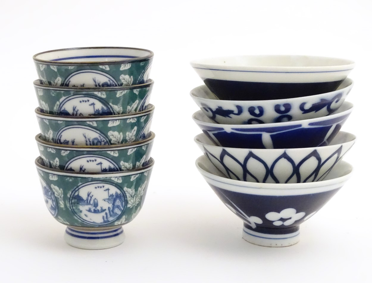 Lot 20 - Five oriental rice bowls with blue and white pattern decoration,