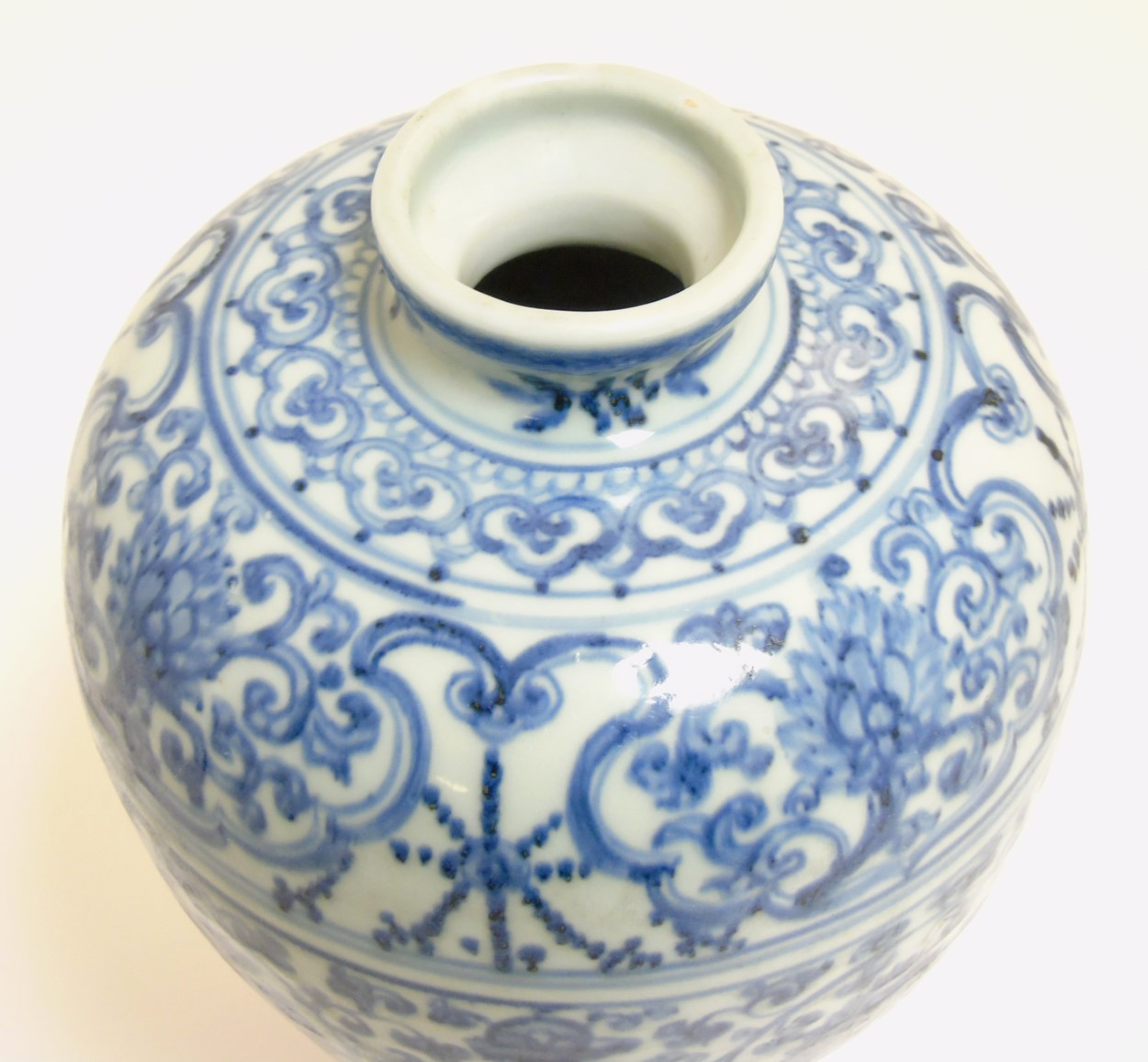 Lot 36 - A Chinese blue and white Meiping vase, with underglaze blue decoration of scrolling lotus,