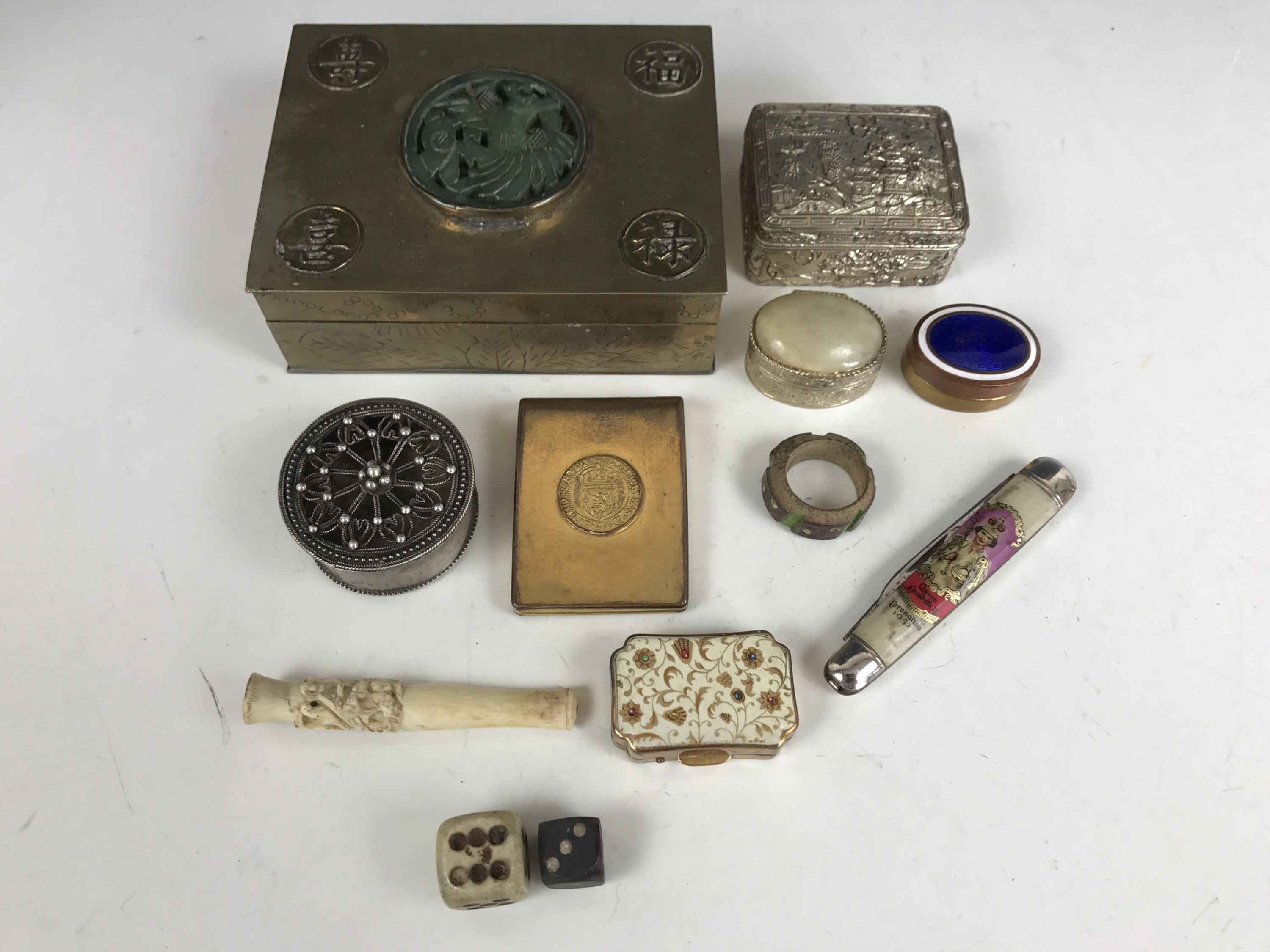 Lot 46 - Sundry collectors' items including a Chinese brass table cigarette box, various trinket and pill