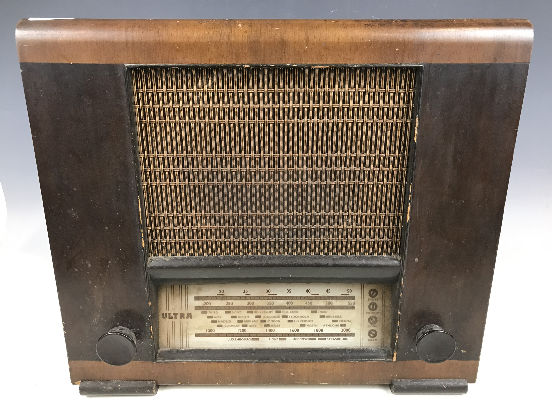 Lot 18 - A 1940s Ultra walnut-cased valve radio