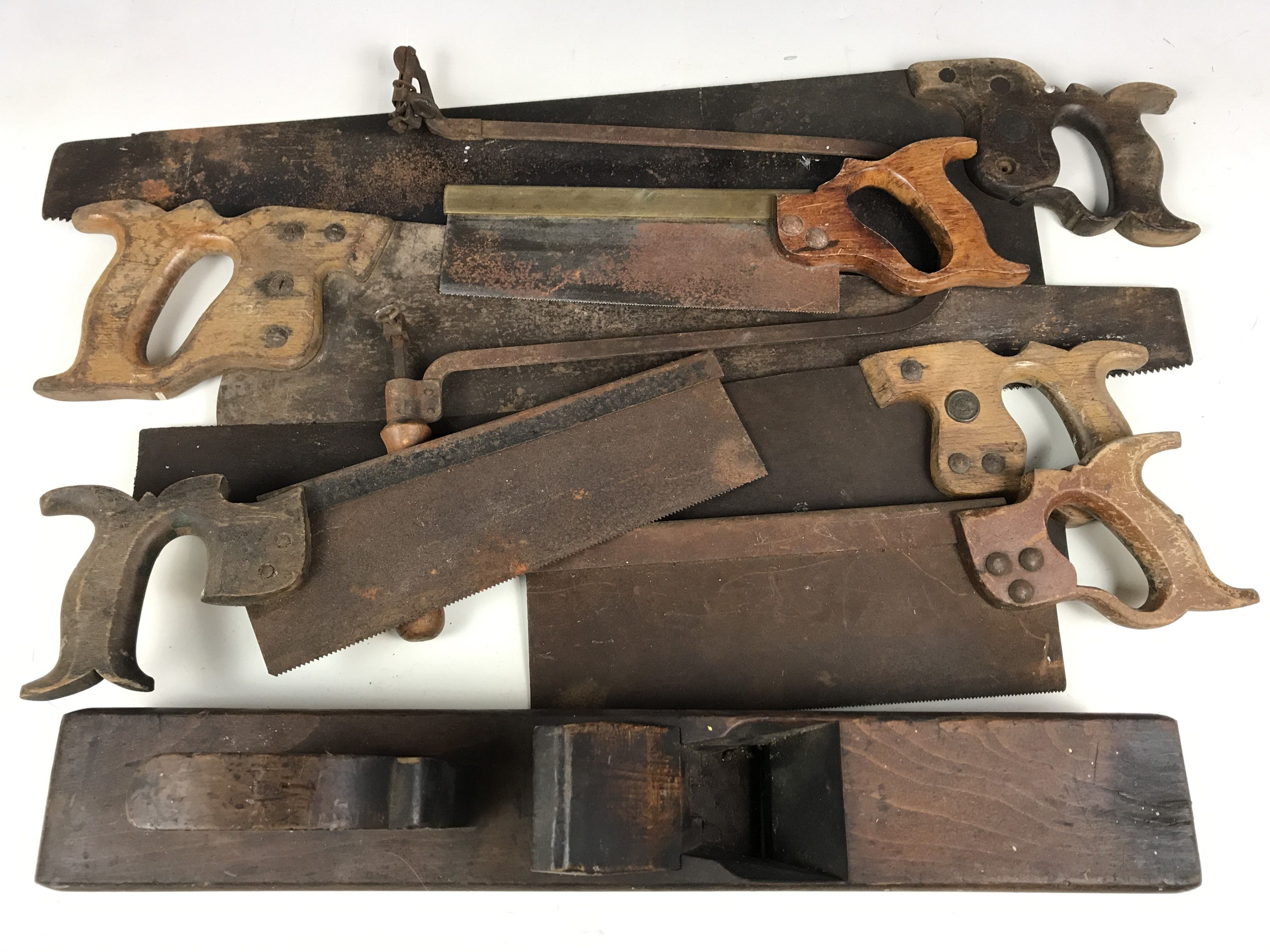 Lot 50 - A quantity of vintage woodworking tools