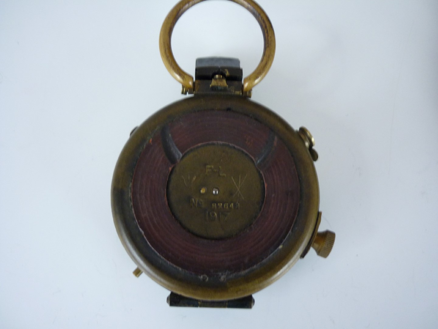 Lot 73 - A 1917 British Army issue Verner's Pattern prismatic marching compass in leather case