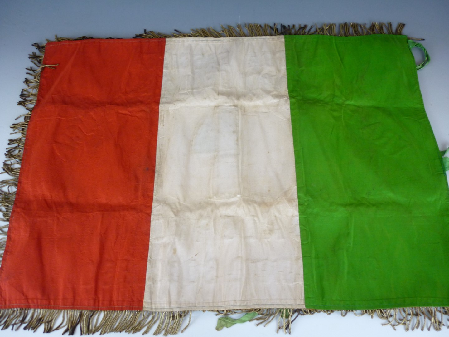 Lot 71 - A Second World War Fascist Italian Veteran's banner, being the state flag with bullion-embroidered