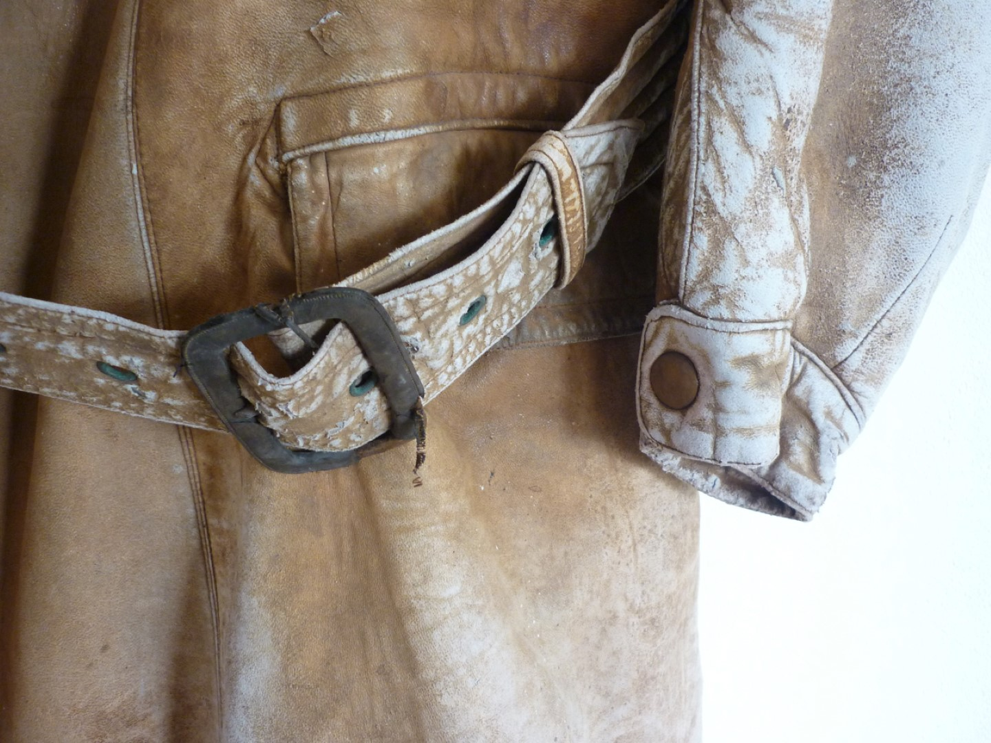 Lot 64 - A First World War Royal Flying Corps leather flying coat