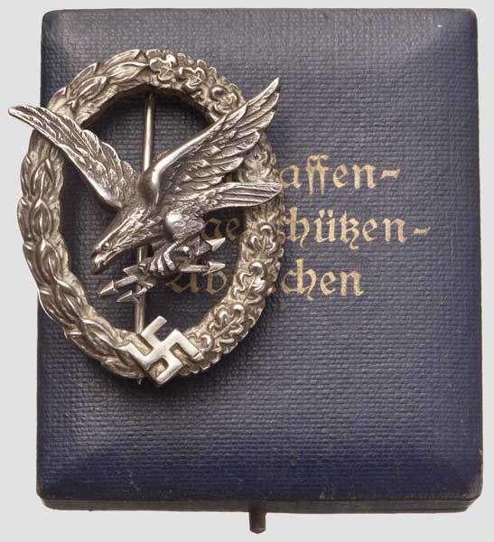 Los 6428 - Fliegerschützenabzeichen mit Blitzbündel, Buntmetallausführung von C.E. Juncker, Berlin