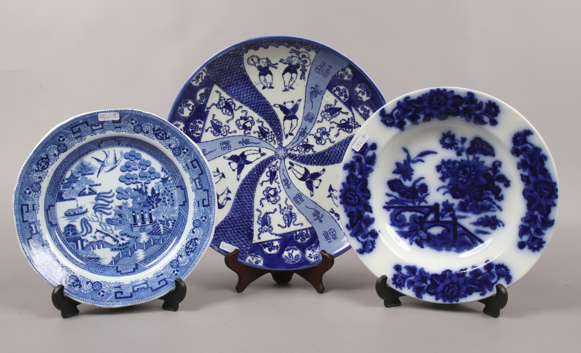 Lot 53 - Three blue and white plates including a Japanese transfer printed example.
