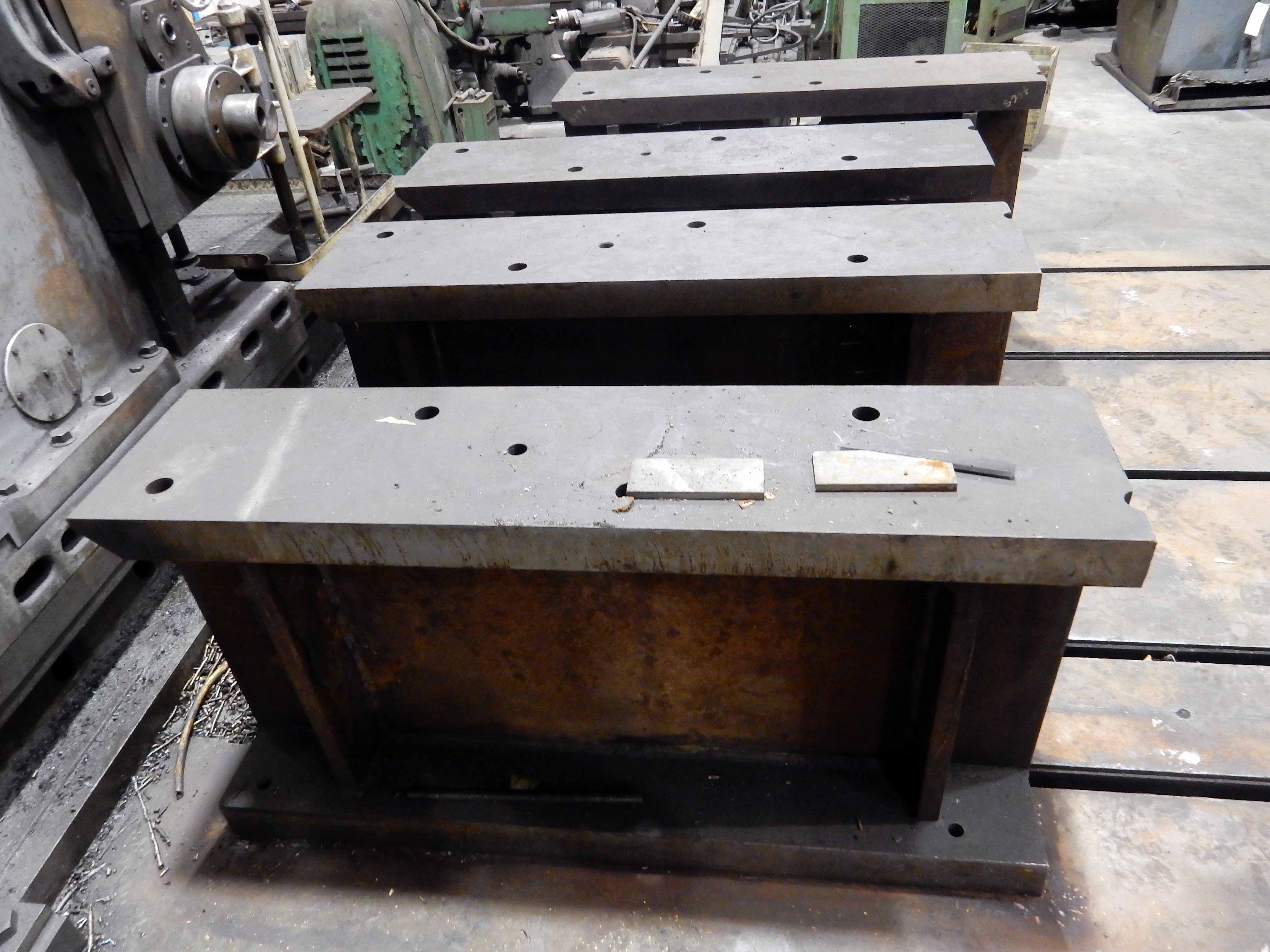 "Lot 47 - HORIZONTAL BORING MILL, GIDDINGS & LEWIS MDL. 340-F, 10' x 14' table, work risers, 13"" x 56"" x 30"""
