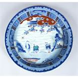 A GOOD 19TH CENTURY CHINESE BLUE & WHITE PORCELAIN DISH, the body of the dish decorated with