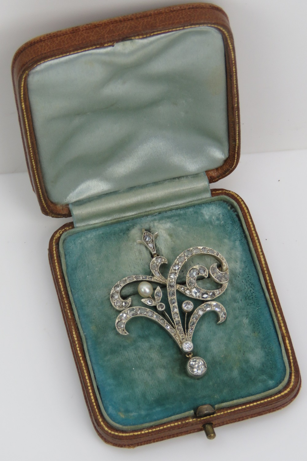 Lot 123 - A delightful Edwardian diamond and pearl