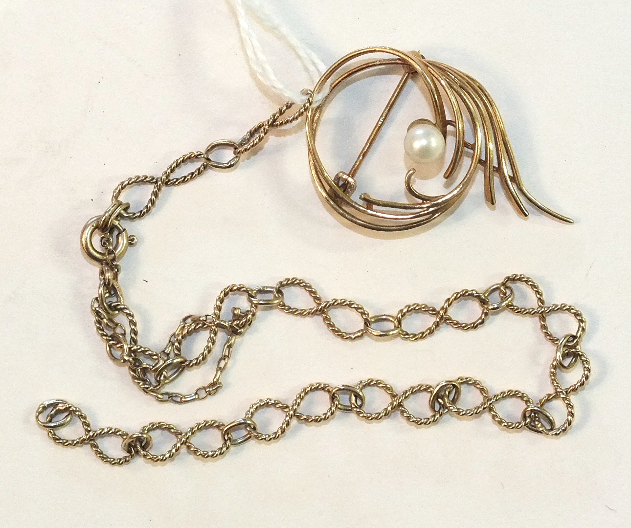 Lot 219 - A 9ct gold brooch set cultured pearl, 2.8g and a 9ct gold fancy-link bracelet, (a/f), 3.8g, (2).