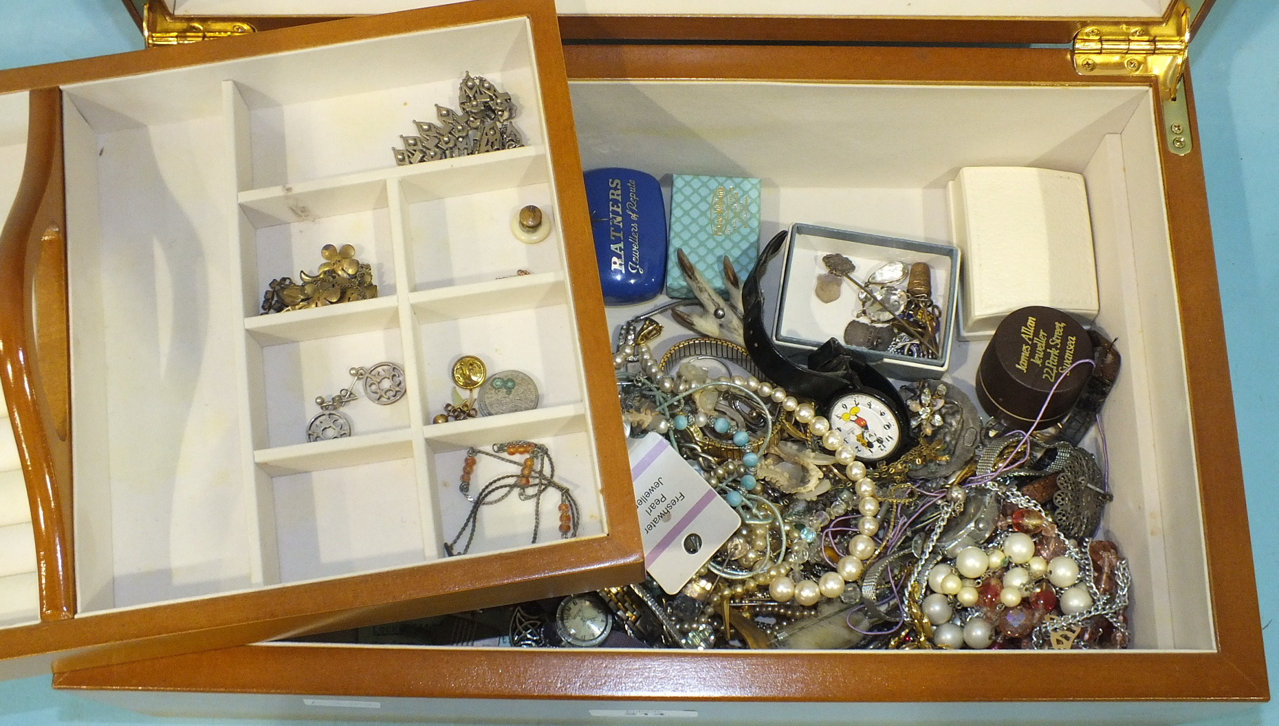 Lot 214 - A quantity of costume jewellery in a modern jewellery box.
