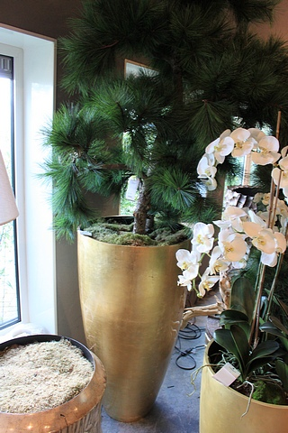 Lot 62 - Vase Senza large handmade  luxury vase in  champagne gold silver leaf 120x64cm with silk plant