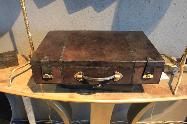 Lot 24 - Suitcase Laudry premium suitcase covered in luxurious grey leather with brass accessories 56x35x12.