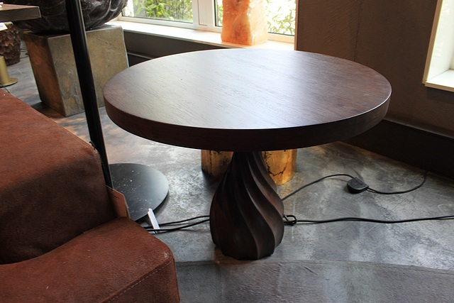 Lot 103 - Coffee table – hand made solid wood modern style coffee table with a pedestal carved leg
