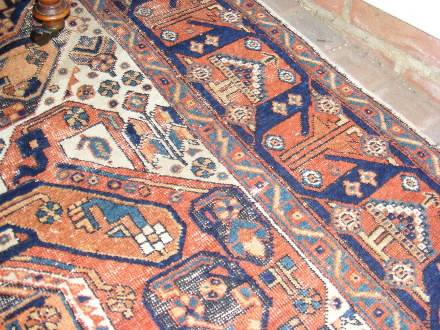 A Middle Eastern rug with geometric border - Image 7 of 8