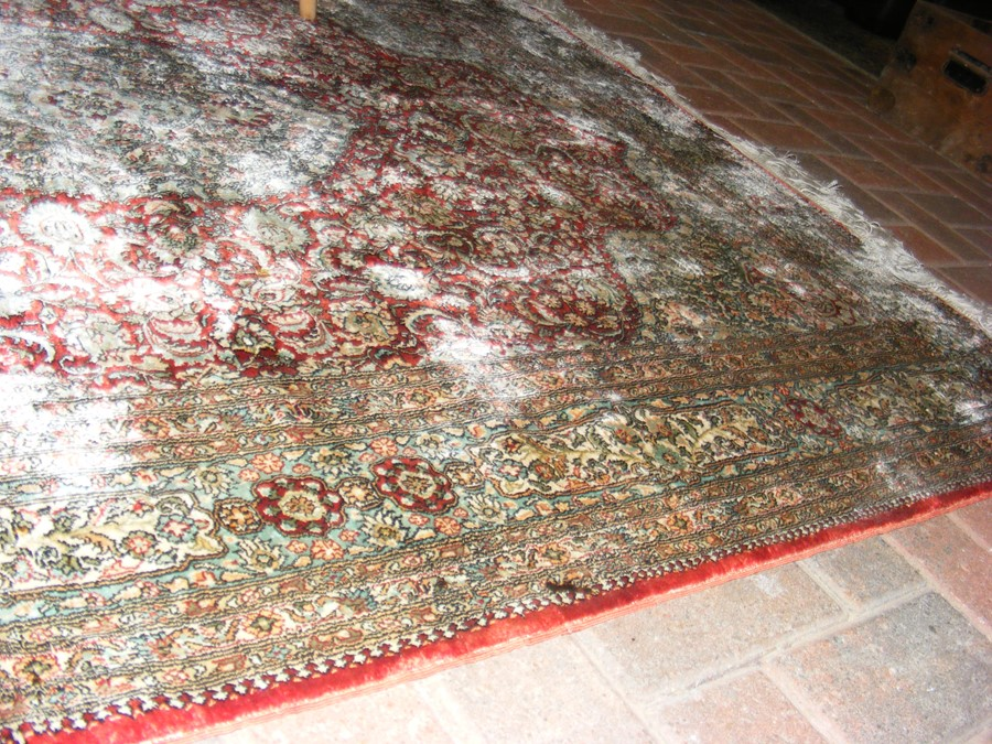 A finely woven Middle Eastern rug with geometric b - Image 3 of 7
