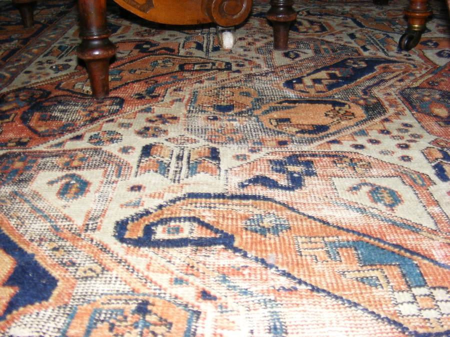 A Middle Eastern rug with geometric border - Image 6 of 8