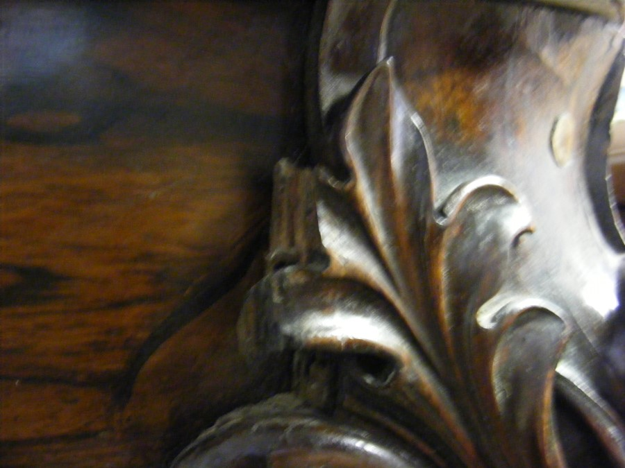 A decoratively carved console table with cabriole - Image 20 of 22