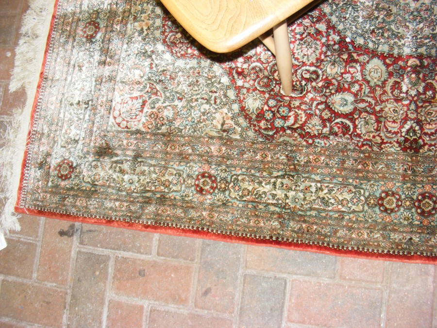 A finely woven Middle Eastern rug with geometric b - Image 7 of 7