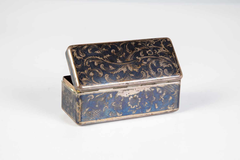Los 15 - A Moscow silver and niello tin. Russia, Moscow, 1866. Rectangular tin with nielloedfoliage.