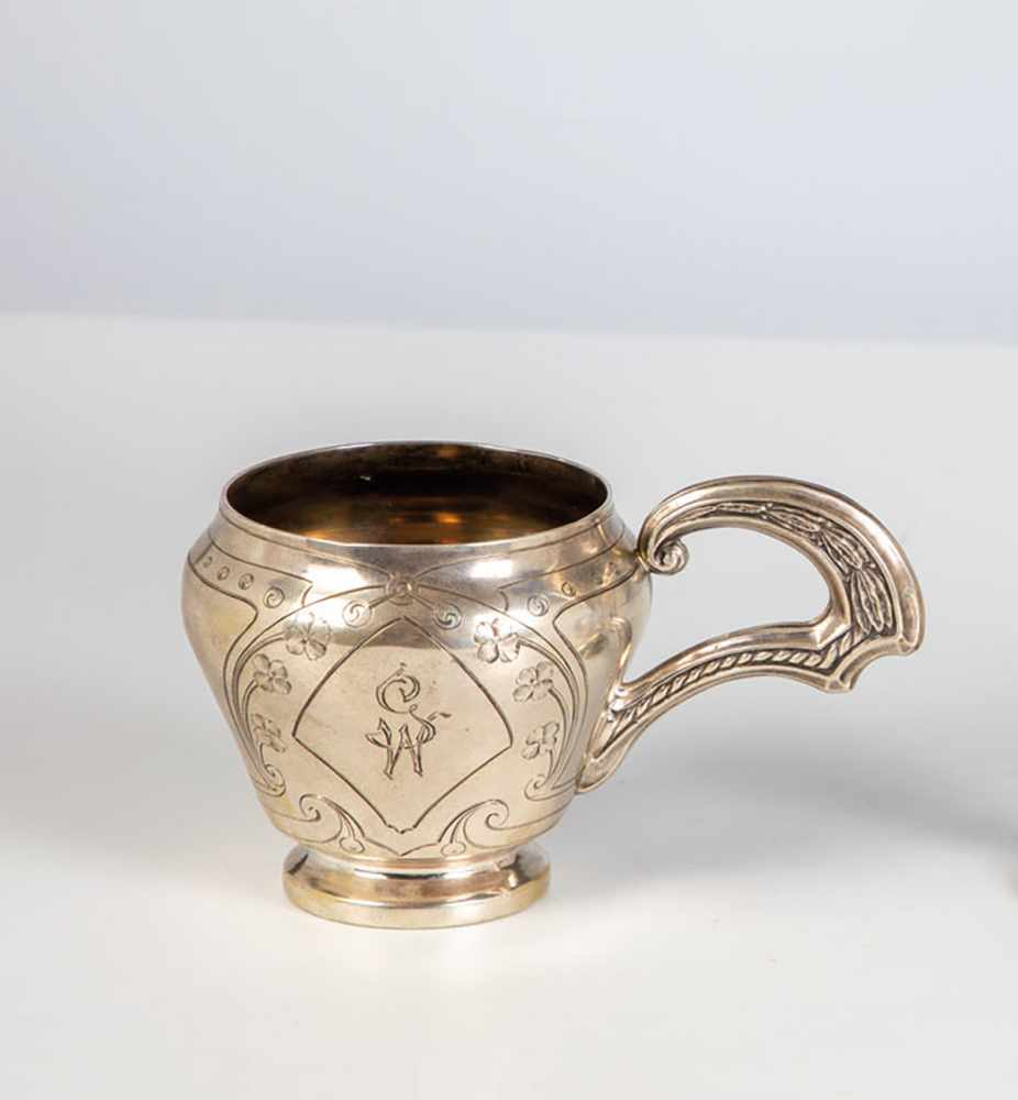 Los 32 - A silver art nouveau cup. Russia, Moscow, Aleksandr I. Pikarev, 1908-1913. Gilt interior.Engraved